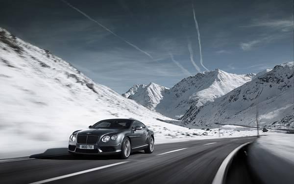 03.雪山の道路を撮影したカッコイイ写真壁紙画像