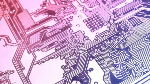 09.紫色のグラデーションが綺麗な電子回路の写真壁紙画像