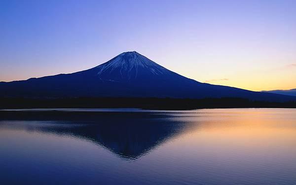 04.湖面に映る逆さ富士を撮影した美しい写真壁紙画像
