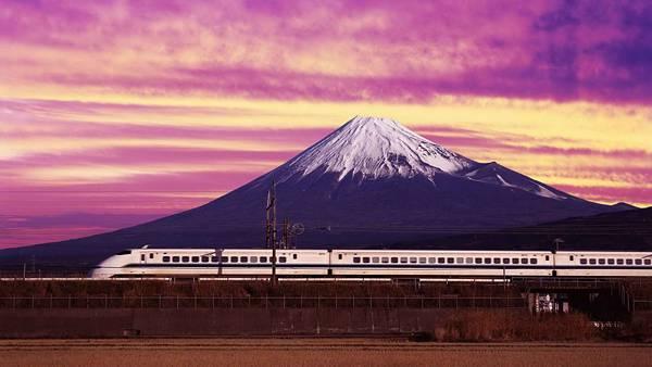 12.夕焼けの富士山と新幹線を撮影した綺麗な写真壁紙画像