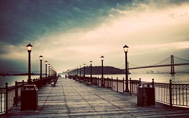 03.橋の上に並んだ街灯のランプの綺麗な写真壁紙画像