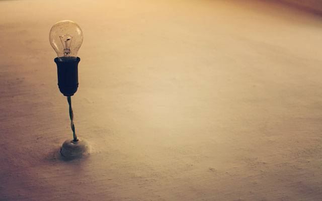 08.床に備え付けられた電球を撮影した綺麗な写真壁紙画像