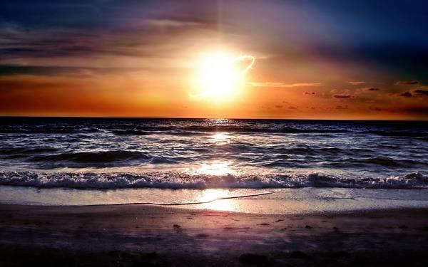 03.沈む太陽と渚の風景を撮影した高解像度な写真壁紙画像