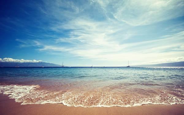 09.渚に打ち寄せる波の透明感の写真壁紙画像