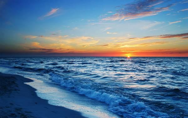11.ブルーとオレンジが綺麗な夕日の沈む渚の写真壁紙画像