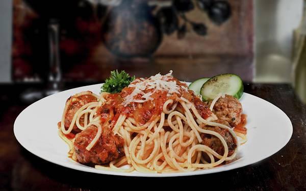 01.お皿に盛りつけたスパゲッティを撮影した美味しそうな写真壁紙画像