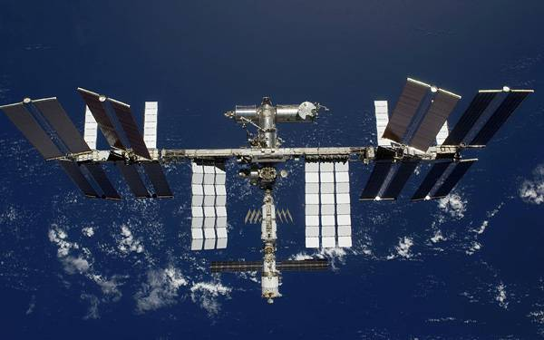 12.巨大な人工衛星を撮影したかっこいい写真壁紙画像