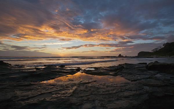 02.夕日に染まる海岸を撮影した美しい写真壁紙画像