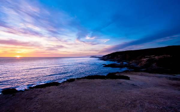 08.砂浜と海岸と沈む夕日のハイクオリティな写真壁紙画像