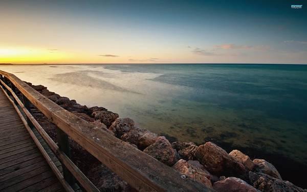 10.海岸沿いの桟橋を撮影した美しい写真壁紙画像