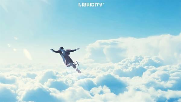05.青空と分厚い雲が綺麗なスカイダイビングの写真壁紙画像