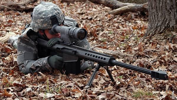 07.落ち葉の上から狙撃するスナイパーのカッコイイ写真壁紙画像