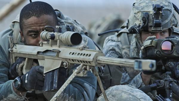 11.ライフルを構える軍人の表情を撮影したカッコイイ写真壁紙画像