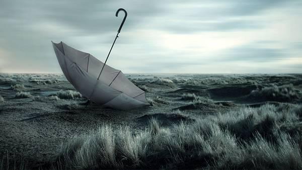 12.荒野で逆さになった傘をデザインしたクールな写真壁紙画像