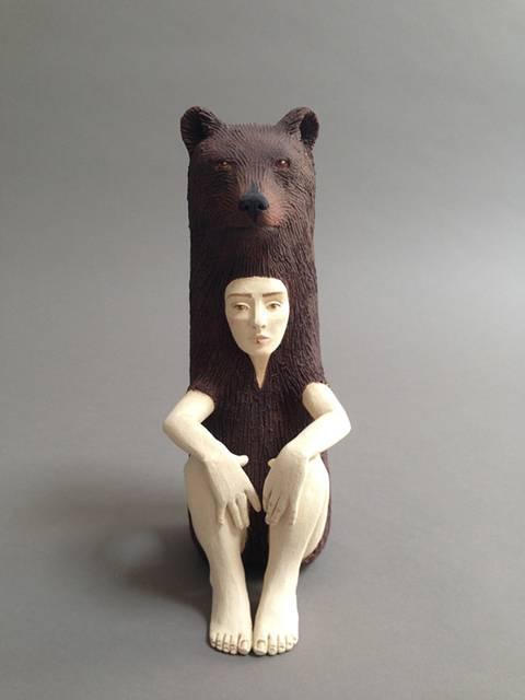 動物のきぐるみを被った人間をモチーフにした彫刻作品 - 01