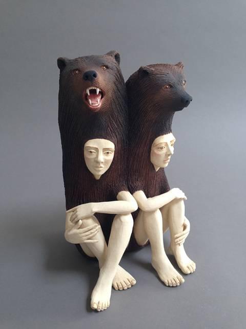 動物のきぐるみを被った人間をモチーフにした彫刻作品 - 02