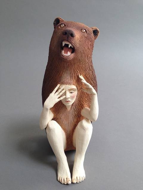 動物のきぐるみを被った人間をモチーフにした彫刻作品 - 03