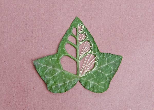 葉っぱを刺繍して作る精巧なアート作品 - 02