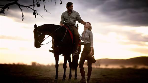 01.馬に乗ったカウボーイと女性のカッコイイ写真壁紙画像