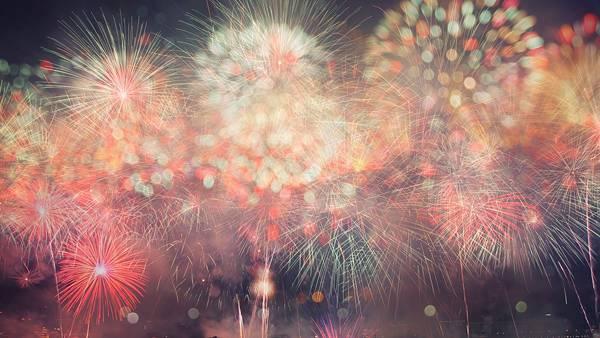 06.カラフルな花火を玉ボケにして撮影した可愛い写真壁紙画像