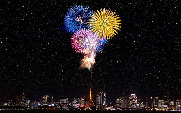 10.東京の夜景と満天の星空に打ち上げられた花火の写真壁紙画像