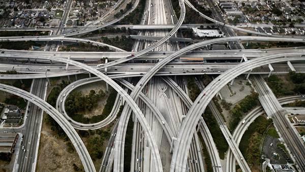 07.複雑に入り組んだ高速道路を上空から撮影した写真壁紙画像