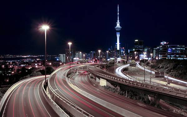 10.夜の高速道路を長時間露光で撮影した美しい写真壁紙画像