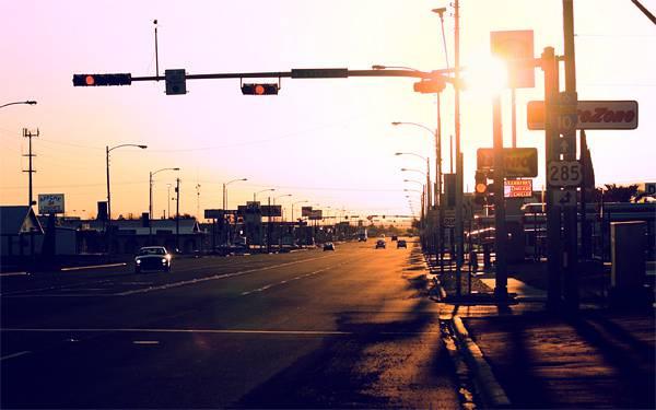 12.夕焼けの中の高速道路の入口を撮影した美しい写真壁紙画像