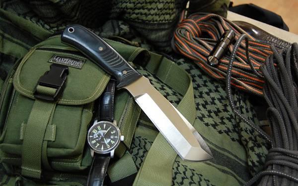 10.ナイフや時計などのサバイバルグッズを撮影した写真壁紙画像