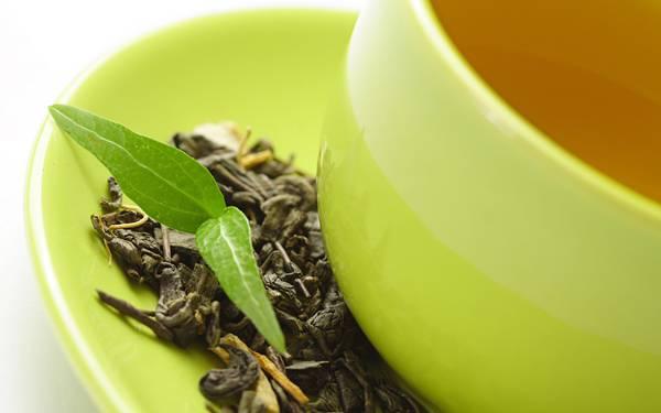 01.ティーカップとお茶の葉をアップで撮影した綺麗な写真壁紙画像