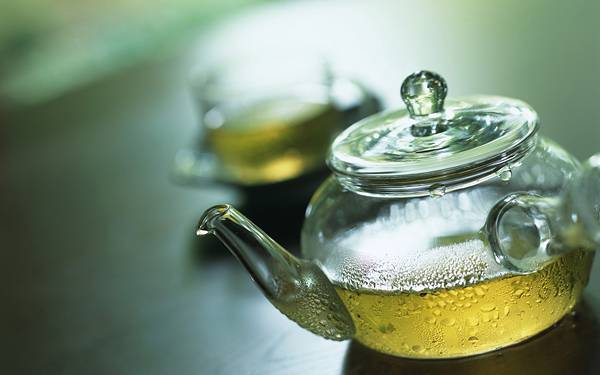 05.ガラスのティーポットに入ったお茶の綺麗な写真壁紙画像