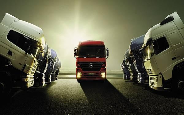 04.ずらっと並んだトラックを逆光で撮影したかっこいい写真壁紙画像