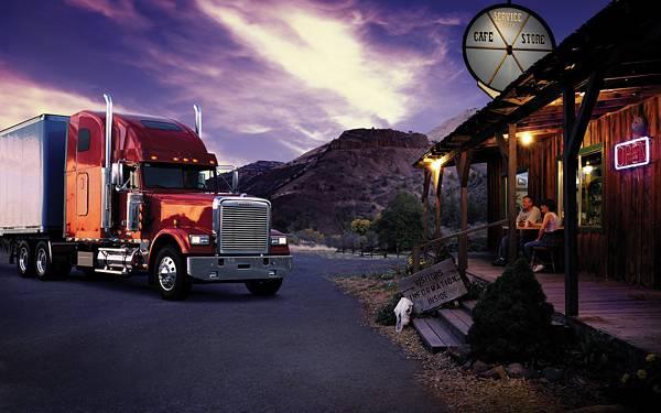 06.小屋の前に止めたトラックの風景を撮影した綺麗な写真壁紙画像