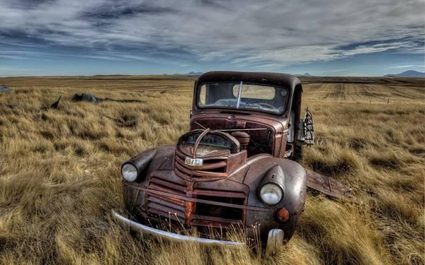 12.荒野に捨てられた古びたトラックを撮影したかっこいい写真壁紙画像