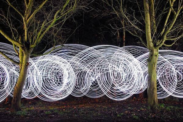 LEDライトと長時間露光撮影で創りだした光のハリケーン写真 - 05