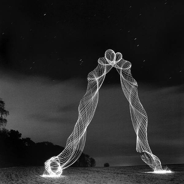 LEDライトと長時間露光撮影で創りだした光のハリケーン写真 - 06