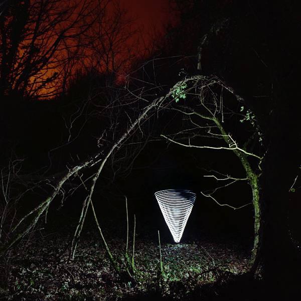 LEDライトと長時間露光撮影で創りだした光のハリケーン写真 - 08