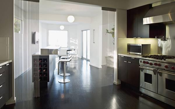 04.開放感のあるキッチンとダイニングの綺麗な写真壁紙画像