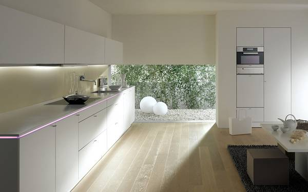 09.白を基調にした明るいダイニングキッチンの写真壁紙画像