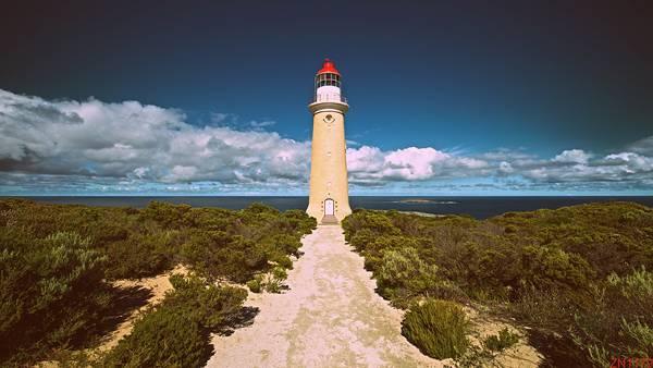 01.道の先の灯台をレトロな色調で撮影した美しい写真壁紙画像