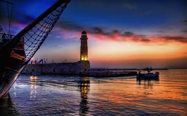 07.夕日の港と船や灯台の風景が美しい写真壁紙画像