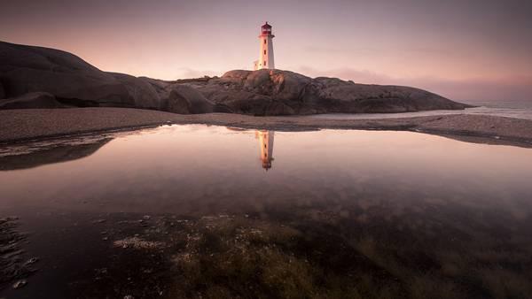 10.水面に映る灯台の風景を撮影したカッコイイ写真壁紙画像