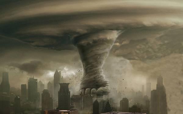 02.ビル街に落ちた竜巻で出来た拳をデザインしたイラスト壁紙画像