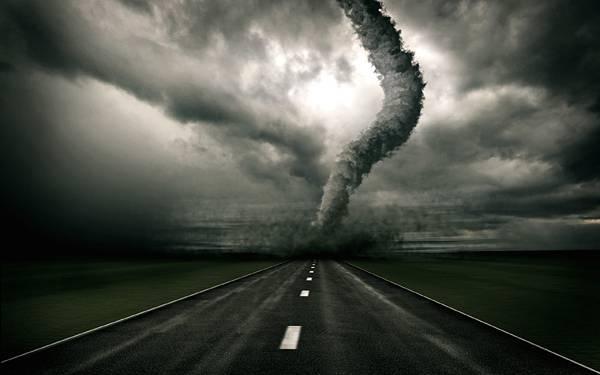 06.高速道路の向こうからやってくるハリケーンのイラスト壁紙画像