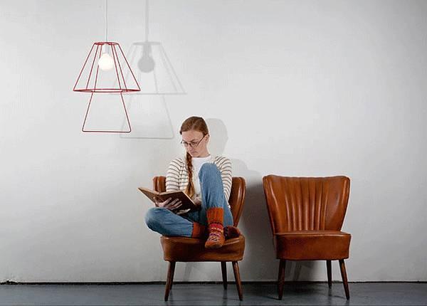 ランプの下がお気に入りの場所になりそう。