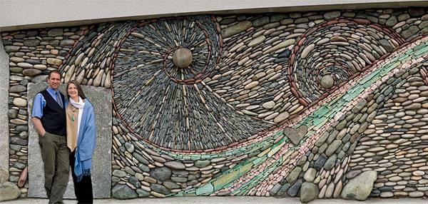 石を敷き詰めて作る美しいモザイク壁画 - 03