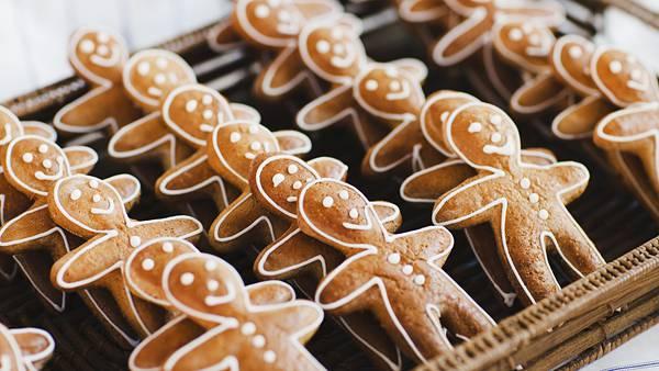 01.ずらっと並んだジンジャーブレッドマンクッキーの可愛い写真壁紙画像