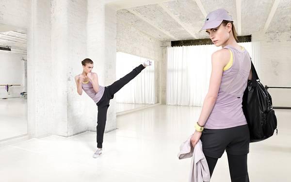 07.格闘技でエクササイズする女性を撮影した写真壁紙画像