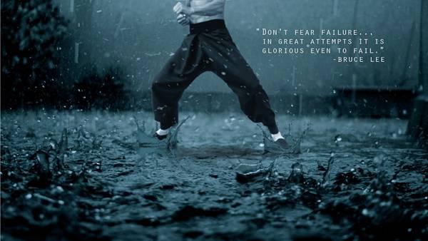 09.雨の中で鍛錬を積む格闘家のカッコイイ写真壁紙画像