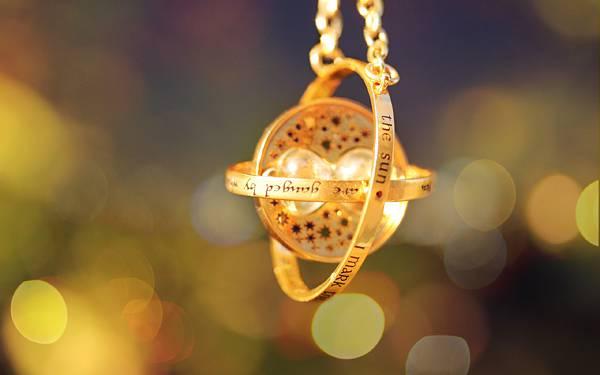 01.ゴールドに輝くハリーポッターの逆転時計の写真壁紙画像